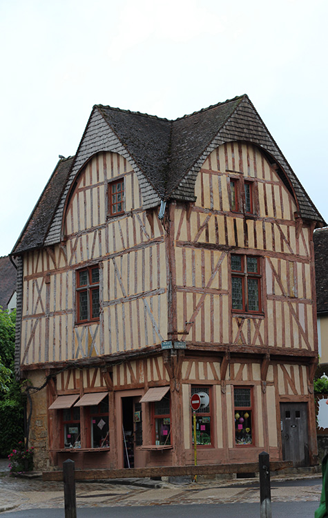 Another 'mixed use' building in Provins.