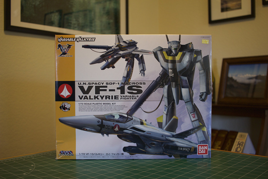 The box for Bandai's VF-1S Valkyrie/Veritech model.