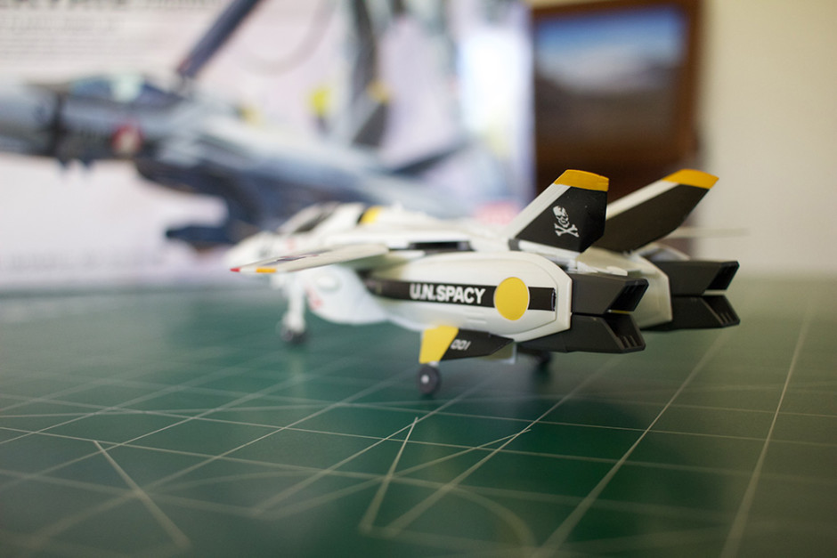 Left-rear view of Bandai's VF-1S Veritech model.
