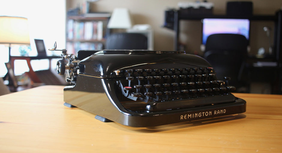The low-profile of the Remington Rand Steamliner Typerwriter.